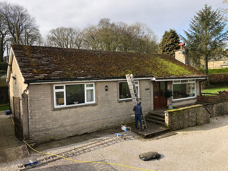 mossy roof that needs cleaning - roof cleaning buxton